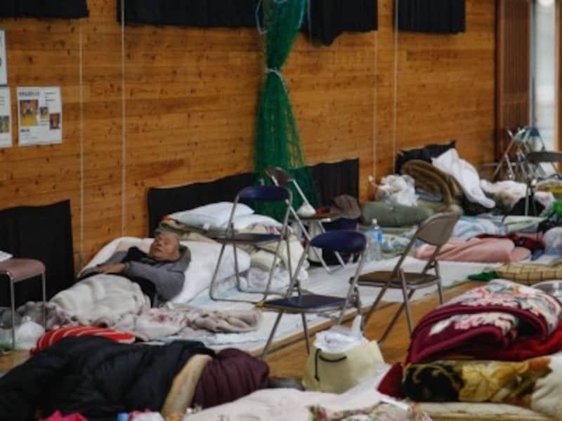 「三密」になりがちな避難所は本当に安全な場所?