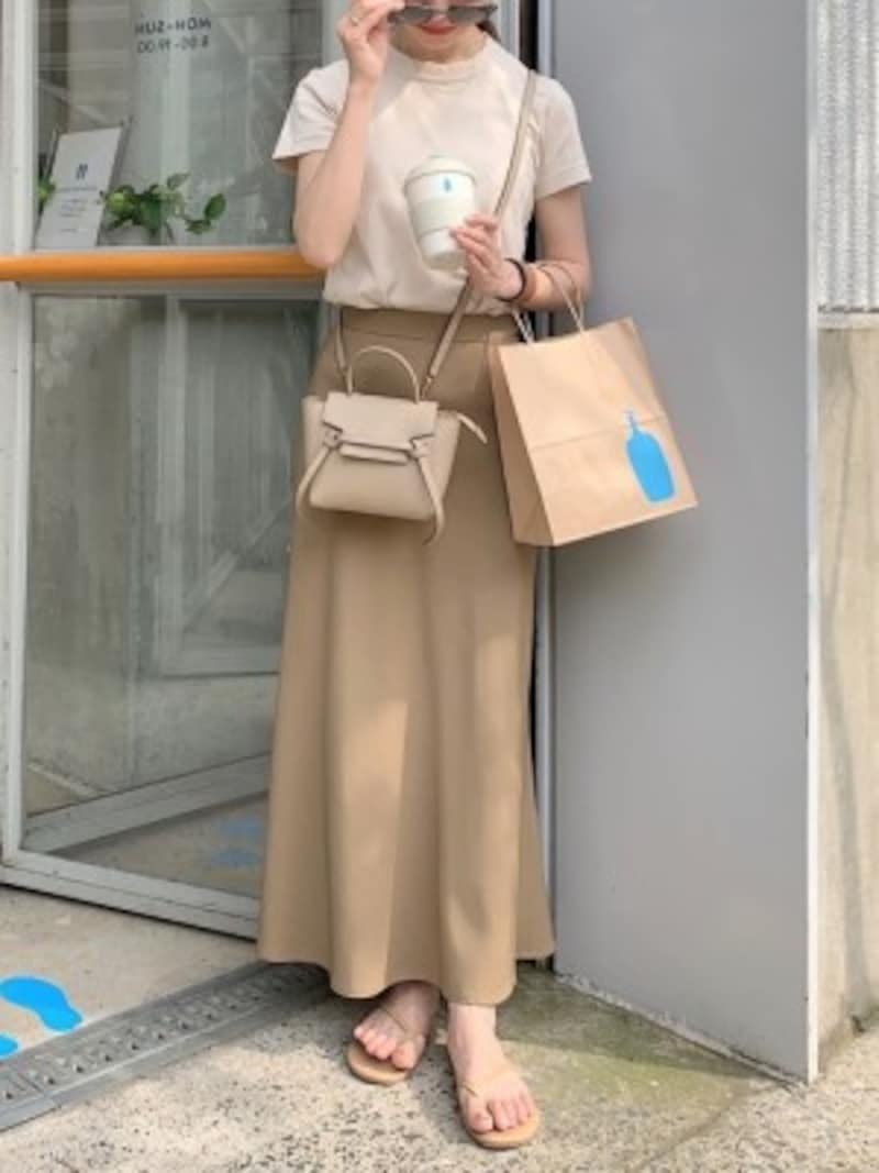 スカートの色に合ったユニクロTシャツを選んでワントーンコーデに 出典:WEAR