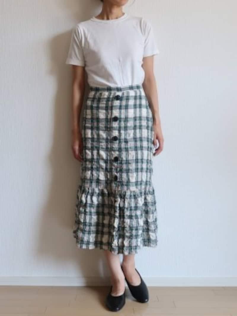 デザインの入ったスカートもすんなり馴染む使い勝手のよさが◎
