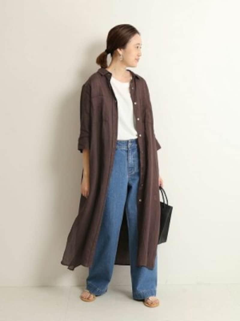 羽織りにもなる前開きのシャツワンピは秋も使えます 出典:WEAR