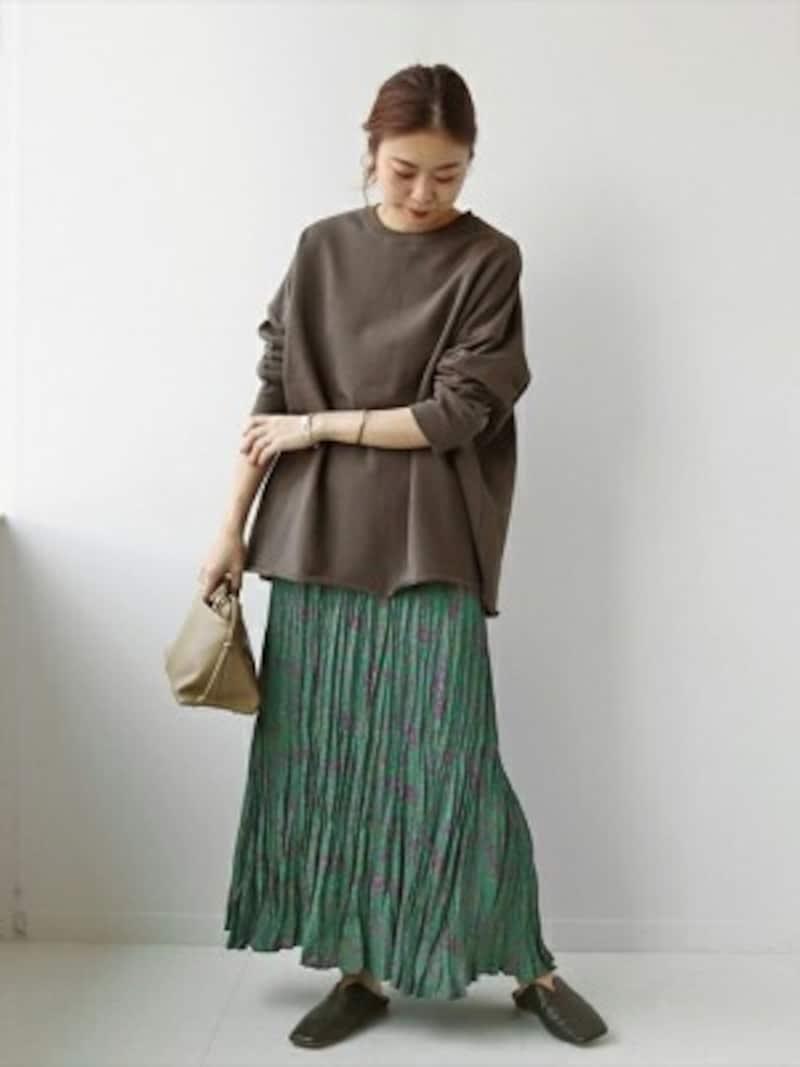 人気継続中のプリーツスカートはワッシャー加工にも注目 出典:WEAR