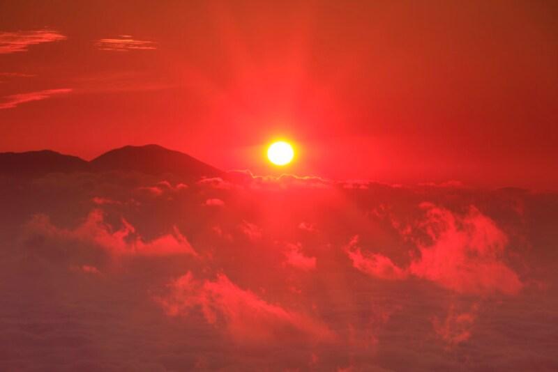 還暦 赤いちゃんちゃんこ 赤は太陽、火、血などを象徴し、生命力や再生を意味する