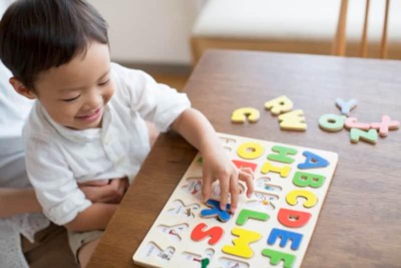 昨今、多くの子どもが、何らかの習い事に通っている昨今、早期教育への注目も高まっています。早期教育で本当に才能は開花していくのでしょうか