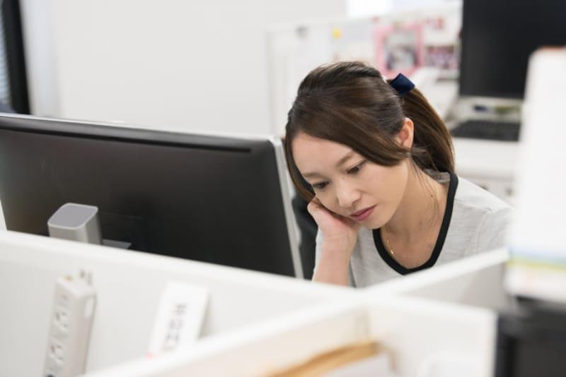 職場で独身なのが自分だけ。みじめで苦しいとき、どうしたらいい?