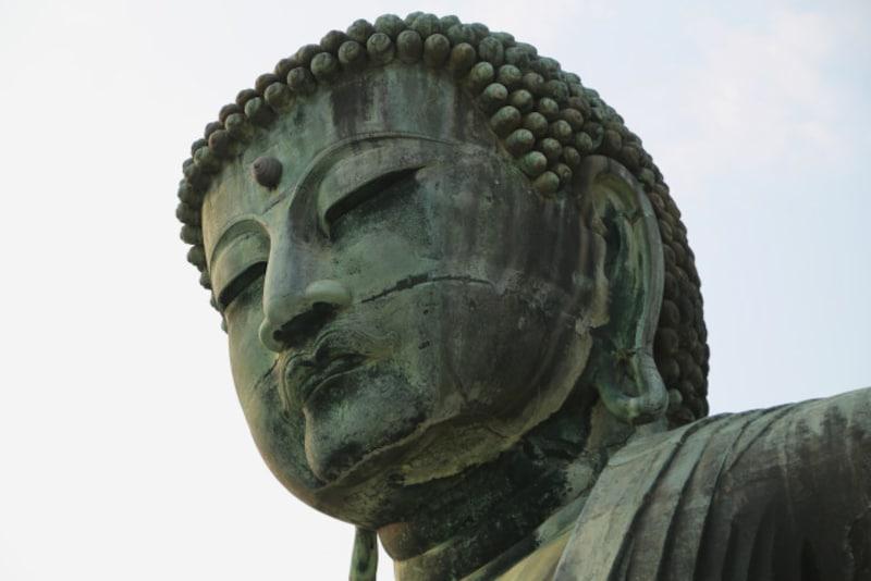 仏像の多くが、耳たぶが真下に垂れ下がっているタイプの福耳です