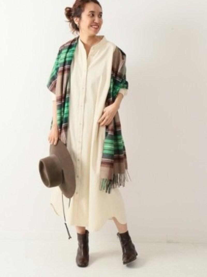 ロング丈のシャツワンピースは一枚でも重ね着もできて万能! 出典:WEAR