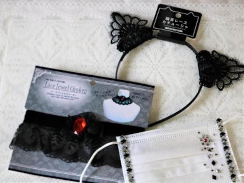 ゴスロリ風黒いレースの猫耳カチューシャに合わせマスクも黒いキラキラシールを貼りました。