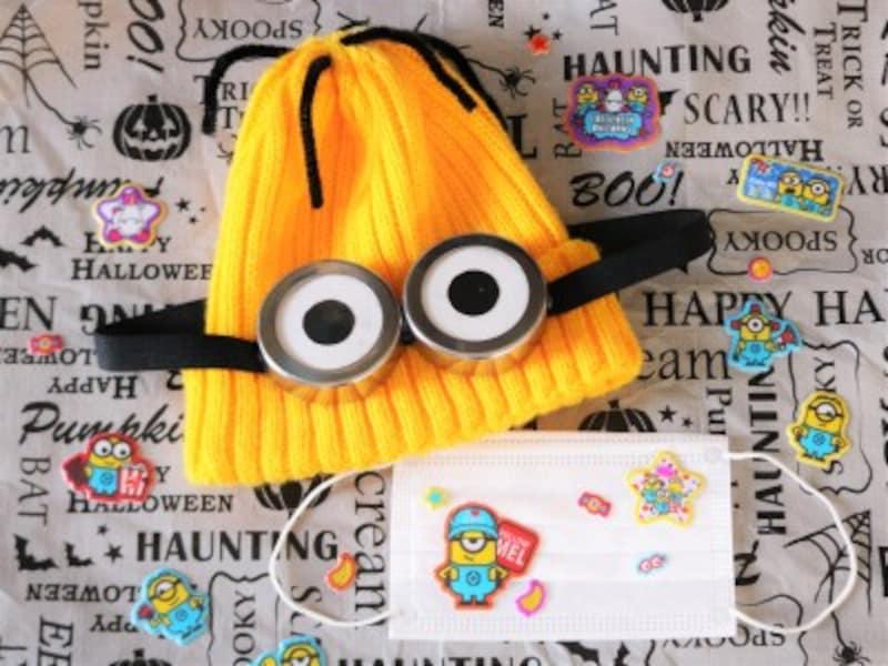ミニオンの帽子に合わせて不織布マスクにもミニオンのシールを貼りました。