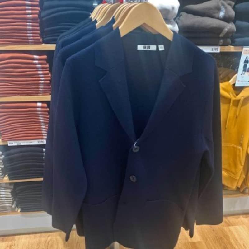 ミラノリブカーディガンは切りっぱなしデザインが特徴。開襟デザインも相まってジャケット風でキレイ目な印象です。