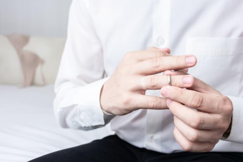 お悩み:不倫している既婚者があまりに多く、結婚にいい印象が持てません