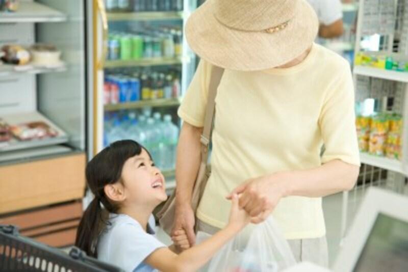 子どもの要求に対し、過剰に応えてしまうような行為を過保護とも言われていますが、これは「甘やかし」とも言えるでしょう