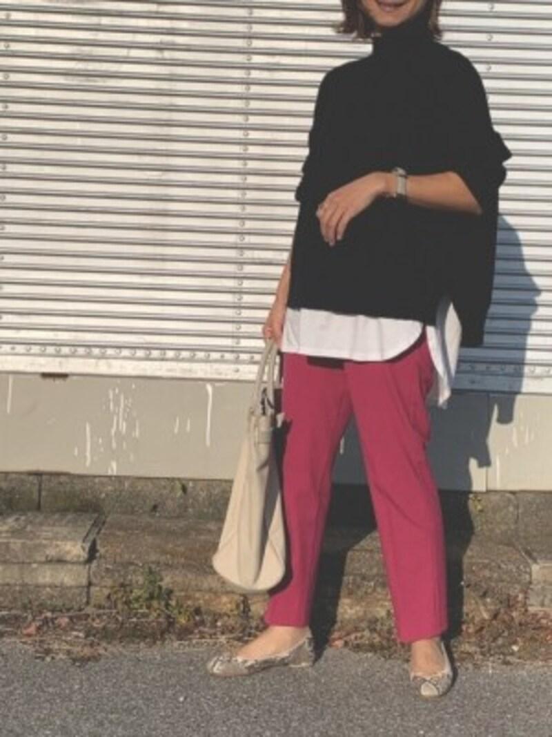 きれい色パンツがあるとコーデの印象がぐっと明るくなります 出典:WEAR