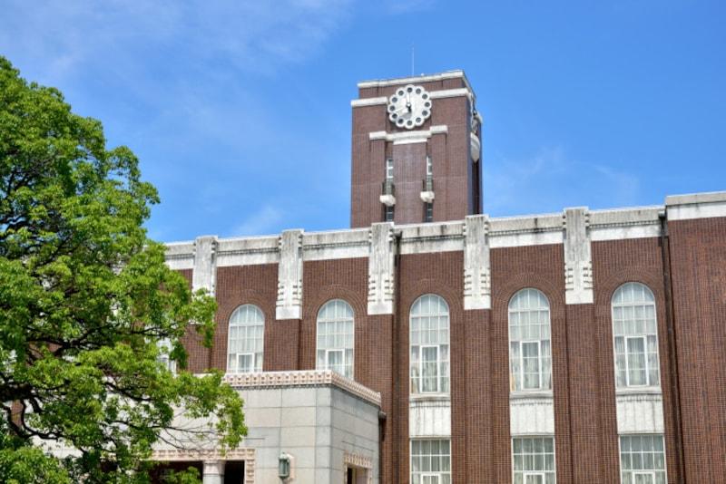 大学入学共通テストは、国公立大学を志願する人は原則、受験