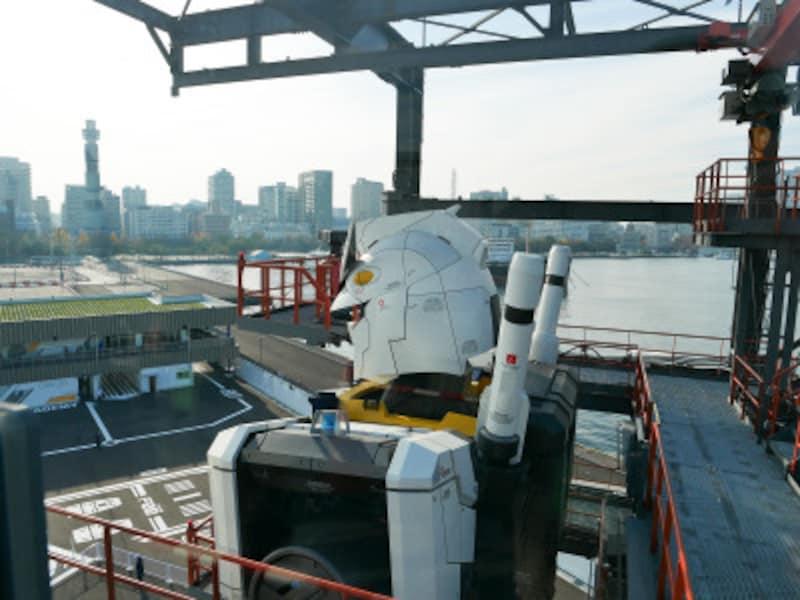 GUNDAM-DOCKTOWER(6階)はガンダムの後頭部も見られます(2020年11月30日撮影)