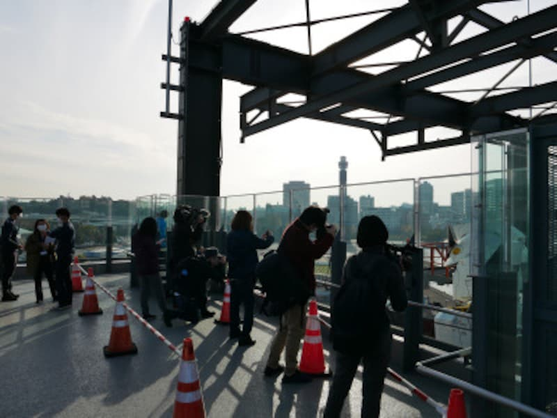 GUNDAM-DOCKTOWER(6階)スペースの様子。譲り合って撮影をお楽しみください(2020年11月30日撮影)