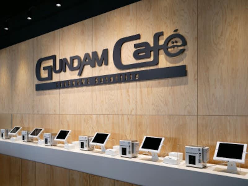 ガンダムカフェではスタッフとの接触を最小限に抑えるため、キャッシャーで事前に会計をすませます(2020年11月30日撮影)