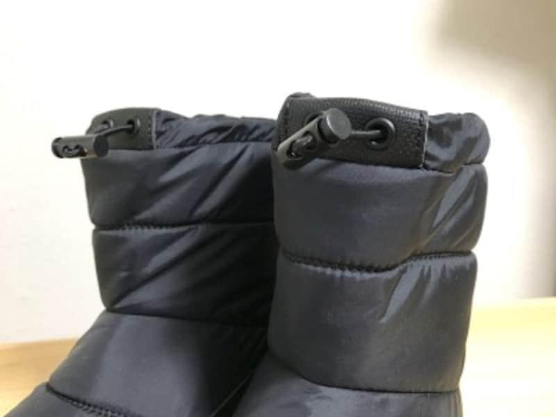 履き口を調整してフィット感を増せるようになっている