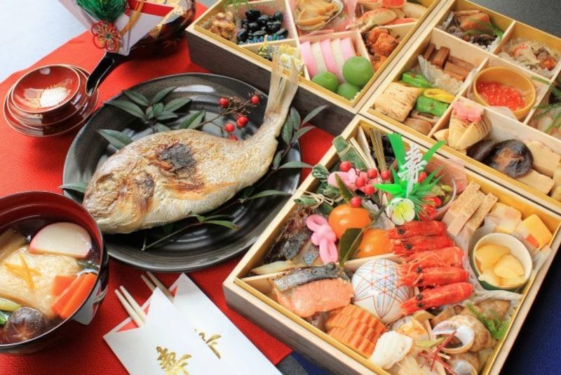 おせち料理は、新年を無事に迎えられたことに対しての神様への感謝のお供え物。祝い箸は、一方は人が食べるために、もう一方は神様が食べるために使う