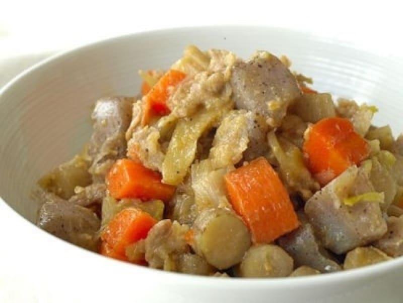 こんにゃくのレシピ豚肉とこんにゃく、根菜の味噌煮