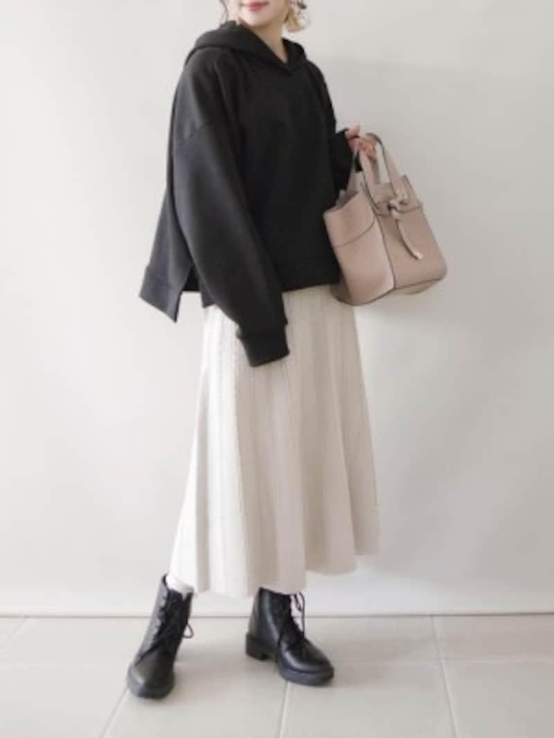 子供っぽくなりがちなスウェットは、裾のリブなしタイプがおすすめ 出典:WEAR