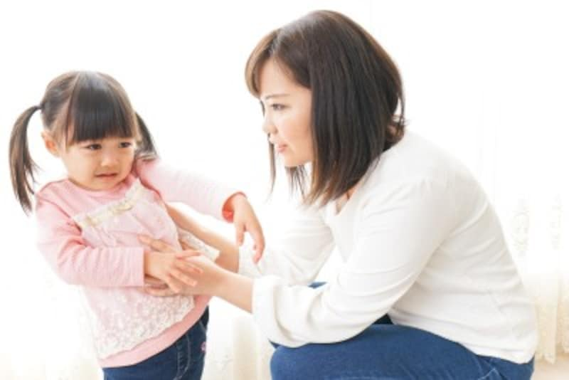 過度に子どものすることに口や手を出したり、親の考えや思いを一方的に押し付けることを子育てにおいて「過干渉」と言います