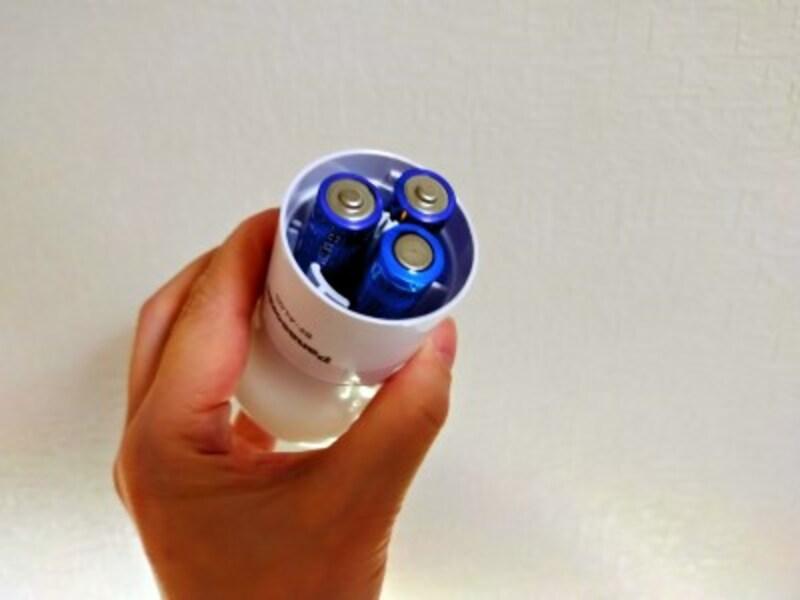 単3の乾電池を3本入れて使用する