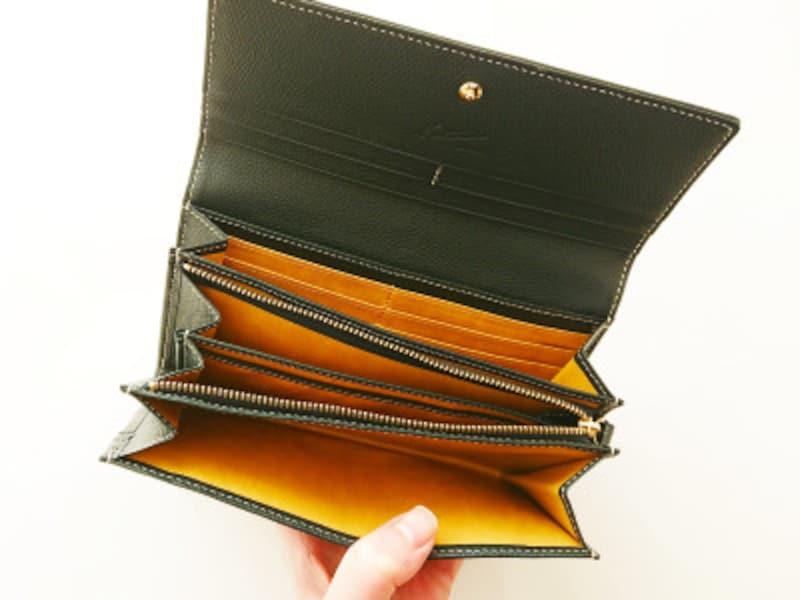 小銭ケースやカード収納ポケットが充実したキタムラの長財布