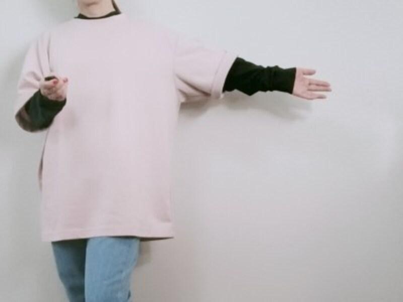 ユニクロユーメンズ「ヒートテックコットンクルーネックT(長袖)」Sサイズに、「エアリズムコットンオーバーサイズTシャツ(5分袖)」XLを重ね着