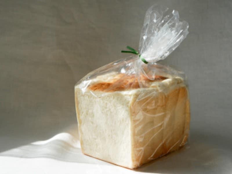 水曜日限定「豆乳食パン」(388円税込)オーガニックの豆乳を使用しており、ふんわりしっとり