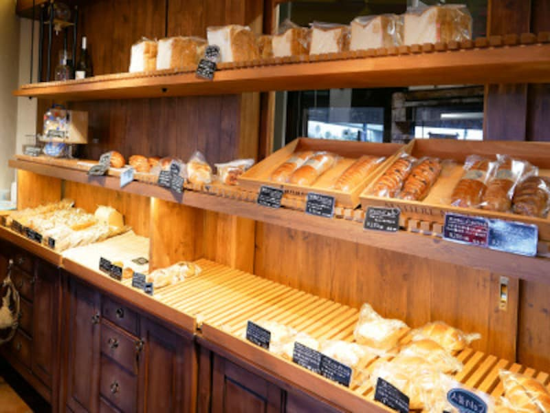 素材にこだわるパンが並びます