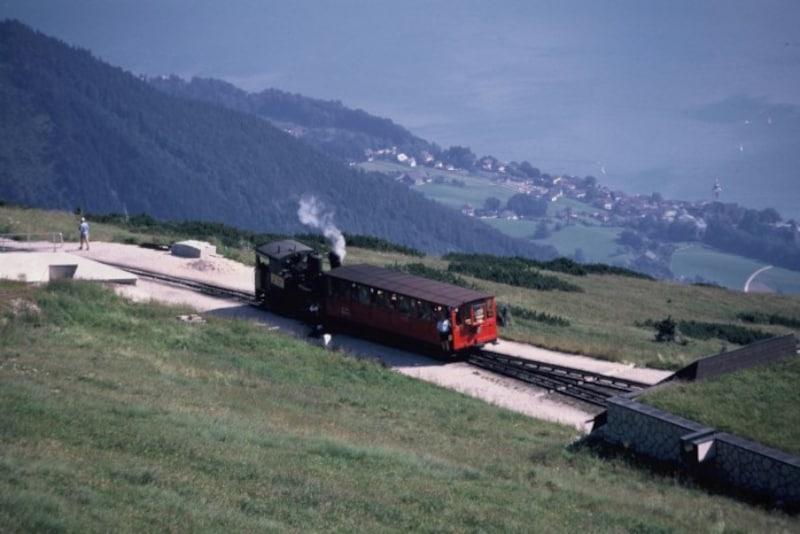 SLで運行されるシャフベルク登山鉄道(オーストリア)
