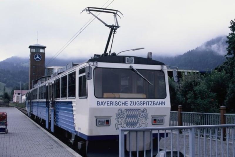 ドイツの最高峰ツークシュピッツェ山に登る登山電車