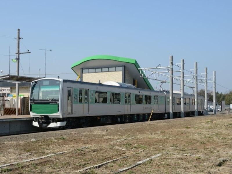 架線のいらない電車は急速に普及しつつある。JR烏山線(栃木県)のアキュムもそのひとつだ。烏山駅で充電中の写真