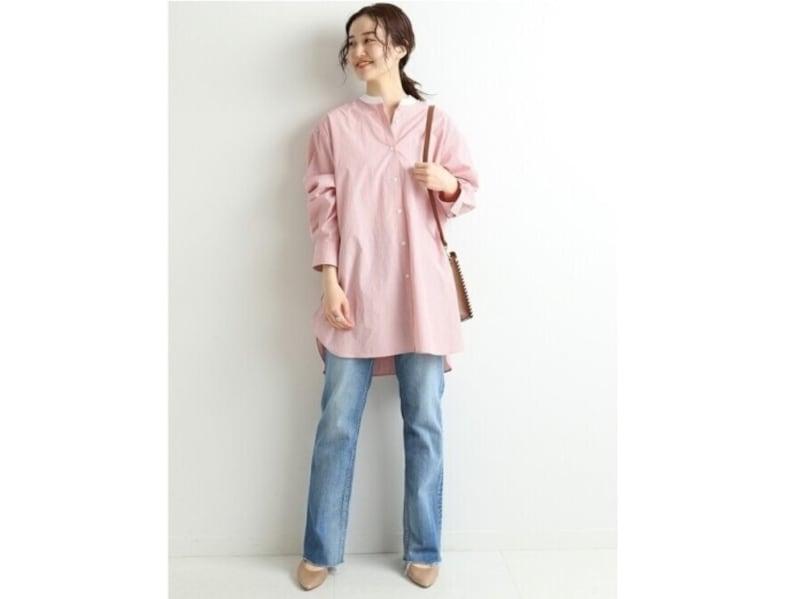 爽やかなブルーデニムにはTシャツではなく「シャツ」が大人っぽい 出典:WEAR