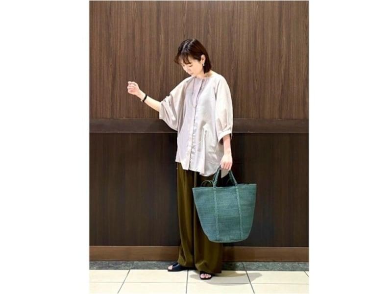 洋服からバッグまで、全身レプシィムのスタッフさんコーデは通販時も参考になります 出典:WEAR