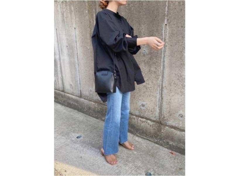 【OKコーデ】淡いカラーより縫製が目立たないダークカラーを選ぶのも手です 出典:WEAR