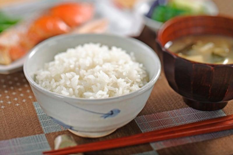 ご飯を食べる器なのに「茶碗」と呼ぶのはなぜでしょう?