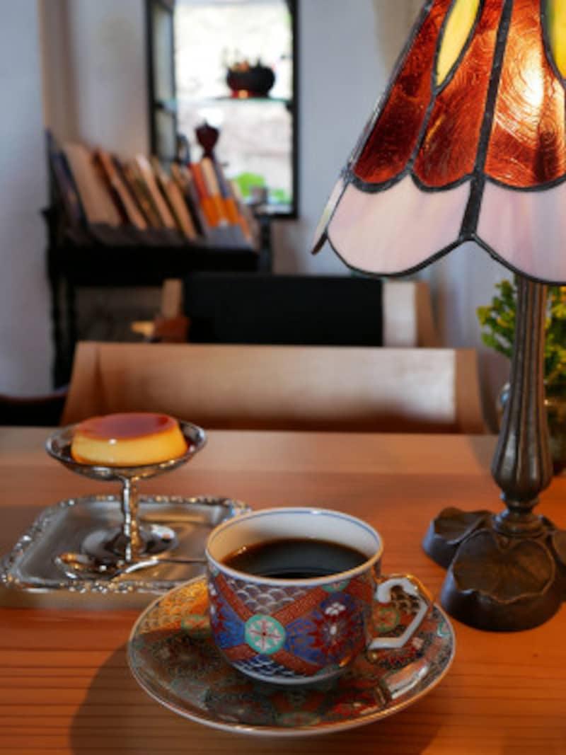 ネルドリップコーヒー(豆により600円~700円)と自家製プリン(300円)
