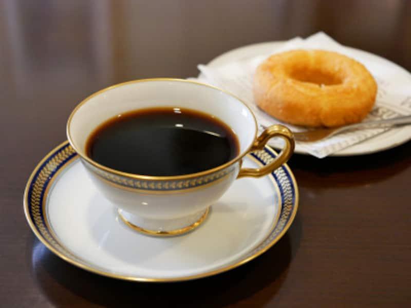 ネルドリップコーヒー(600円)、ドーナツ(150円)