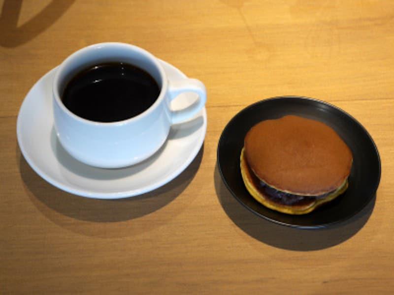 コーヒー(種類によって550円~600円)、どらやき(230円)