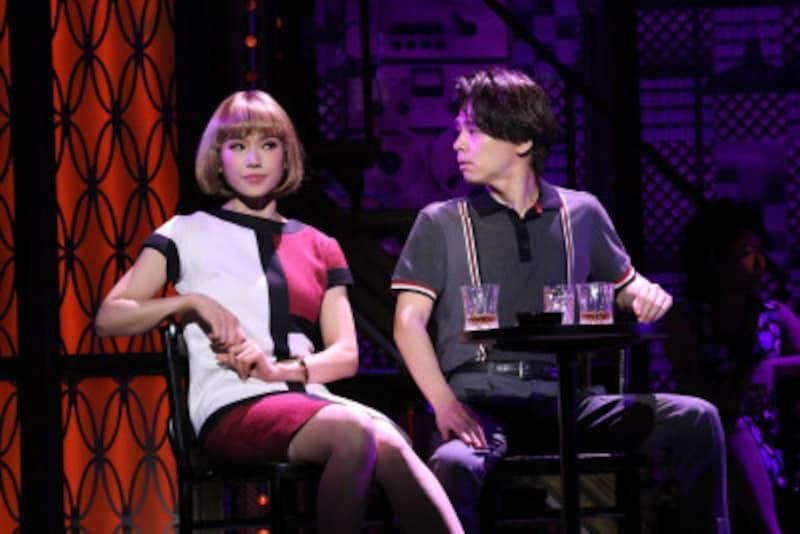 (左から)ソニン、中川晃教(『ビューティフル』)写真提供:東宝演劇部