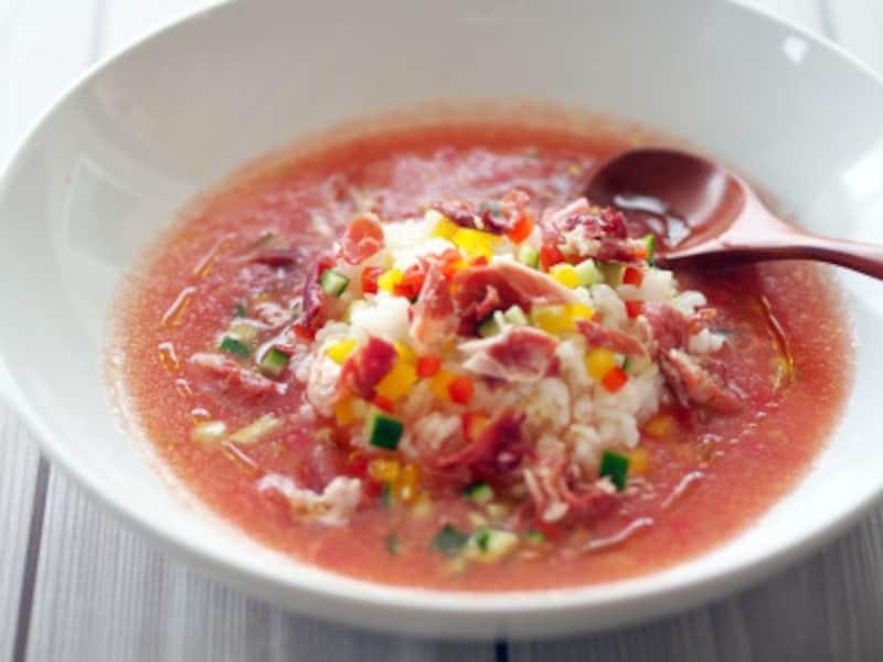 すりおろしトマトで作る「ガスパチョ茶漬け」で、生ハムの凄みを実感
