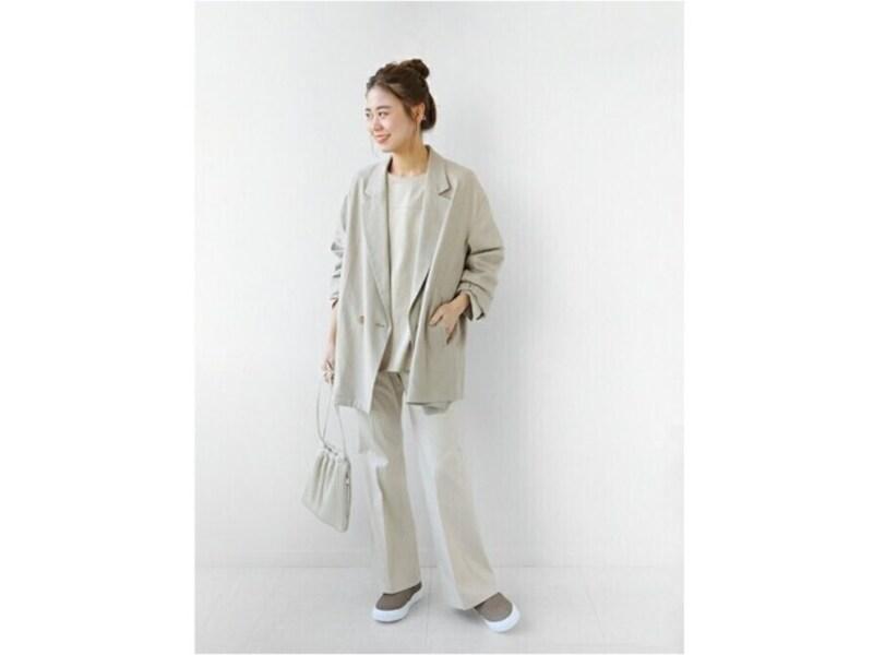 ベージュやライトグレーのスリッポンは履きまわしも万能です 出典:WEAR