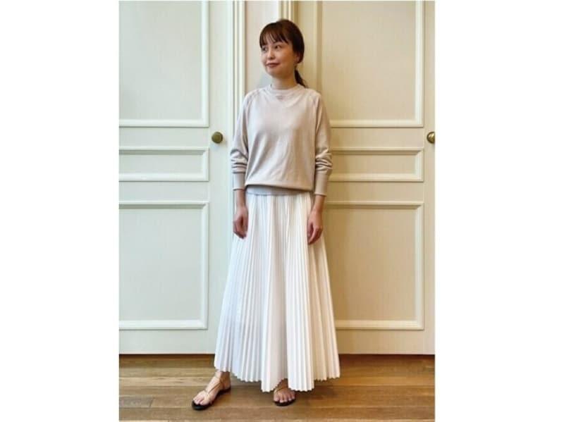 白のスカートなら扱いやすくコーデも簡単なプリーツスカートが一押し 出典:WEAR