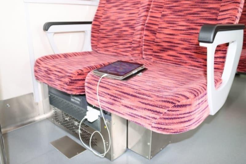 コンセントはすべての座席で利用可能