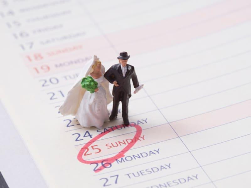 身内は気にしなくても、やはり披露宴の招待客の中には「仏滅」という日を気にされる方もいるので、仏滅の結婚式は避けたほうが無難かも……