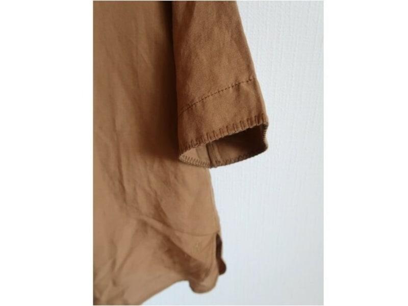 ほっこりしがちなリネンシャツも、細かなデザインが効いています