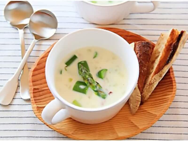 アスパラとベーコンのミルクスープ,牛乳
