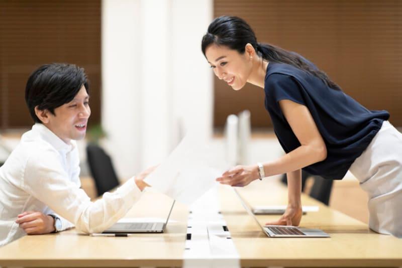 仕事の場でも「リーダーシップ」を発揮する年上女性は魅力的