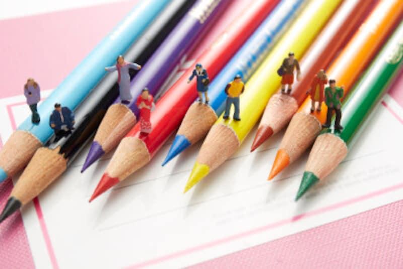 色鉛筆とフィギュア